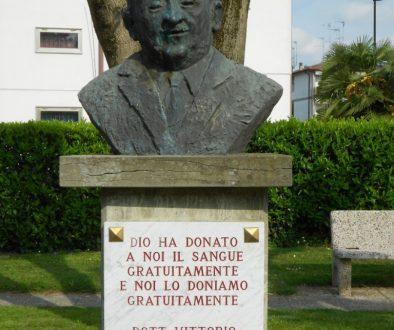 Monumento al fondatore AVIS Vittorio Formentano Badia Polesine Rovigo