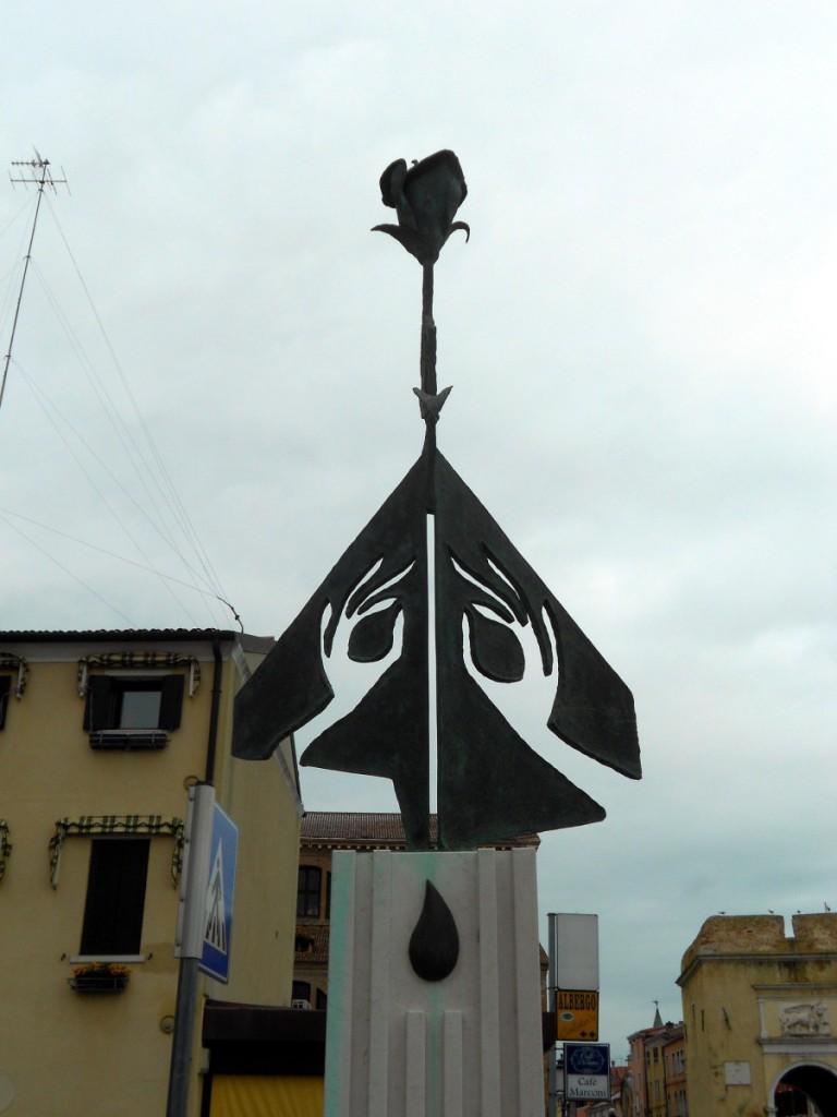 dettaglio, monumento al donatore, Chioggia, Venezia