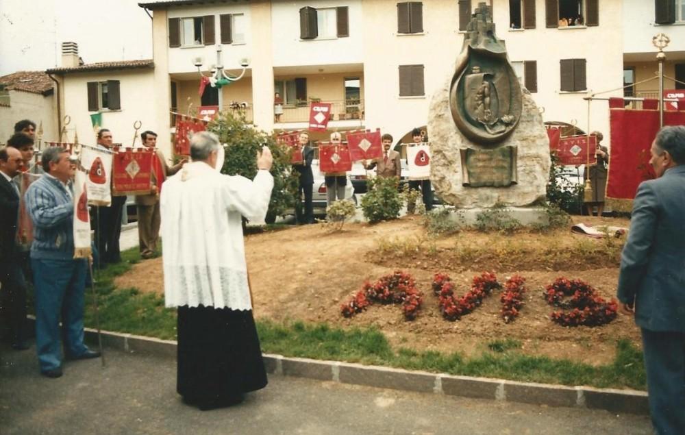 24 aprile 1988 benedizione monumento AVIS di Osio Sopra