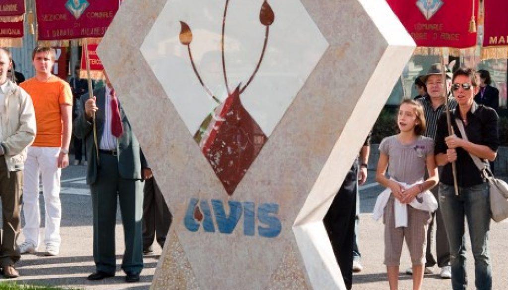 Monumento al Donatore eretto a San Giovanni Ilarione nel 2010