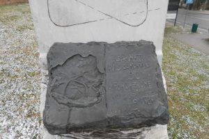 dettaglio in bronzo, monumento AVIS, Recanati
