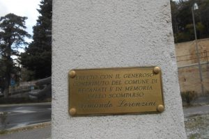 targa laterale, monumento AVIS, Recanati